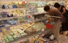 Economia: la spesa delle famiglie aumenta nel 2015, soprattutto per mangiare