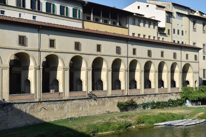 Il lungarno Anna Maria Luisa de' Medici fotografato dal Ponte Vecchio