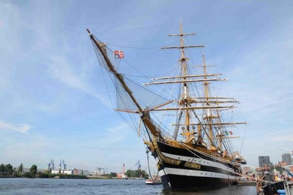 La nave scuola Amerigo Vespucci, che sabato 21 settembre rientrerà a Livorno al termine della campagna di istruzione a favore degli allievi ufficiali dell?Accademia Navale, durata 74 giorni, 18 settembre 2013. ANSA / US MARINA ++NO SALES EDITORIAL USE ONLY++