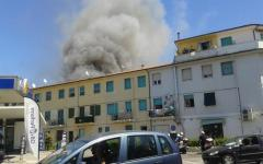 Viareggio: incendio in due edifici, una donna in ospedale per accertamenti