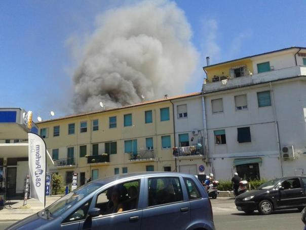 Incendio in edificio a Viareggio