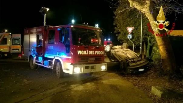 Vigili del fuoco incidente stradale alle Cascine un morto e 4 feriti gravi