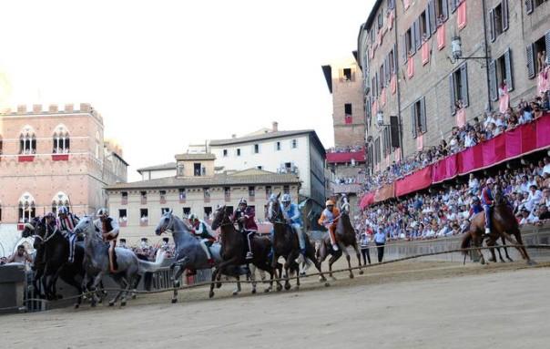 La partenza del Palio di Siena, 2 luglio 2013. ANSA/CARLO FERRARO