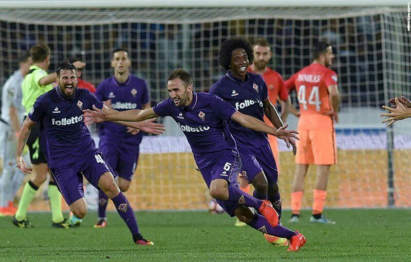 Badelj esulta dopo il gran gol decisivo contro la Roma