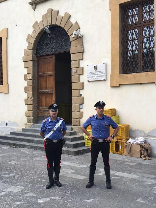 Scuola: Siena; protestano insegnanti, intervengono carabinieri