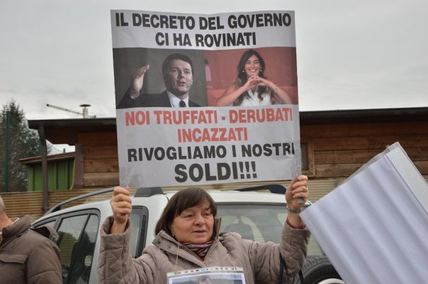 laterina-boschi-banca-etruria-protesta3
