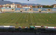 Pisa calcio: oltre 2.000 tifosi fanno il tifo fuori dello stadio. Il Pisa vince 2-1