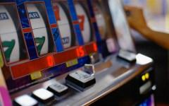 Economia: i tabaccai denunciano i sindaci che limitano il gioco d'azzardo, danno erariale per 2,5 miliardi