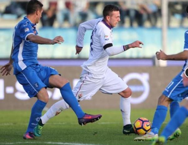 Bernardeschi sta per scoccare il tiro del terzo gol della Fiorentina, il secondo personale