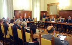 Pubblico impiego: Madia, l'accordo riduce la forbice fra stipendi alti e trattamenti bassi, da 220.000 a 22.000 euro l'anno