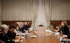 Contratti pubblici: il governo promette 85 euro mensili di aumento. In vista del referendum