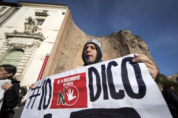 Un momento della manifestazione dei Comitati per il NO al referendum costituzionale, Roma, 27 novembre 2016. ANSA/MASSIMO PERCOSSI
