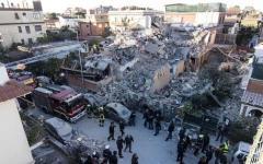 Acilia (Roma): crollo della palazzina, sequestrata l'area. Morte madre e figlia