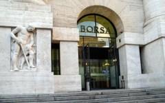 Borse: Milano, nessuno scossone (-0,21%) a Piazza affari, spread a 167