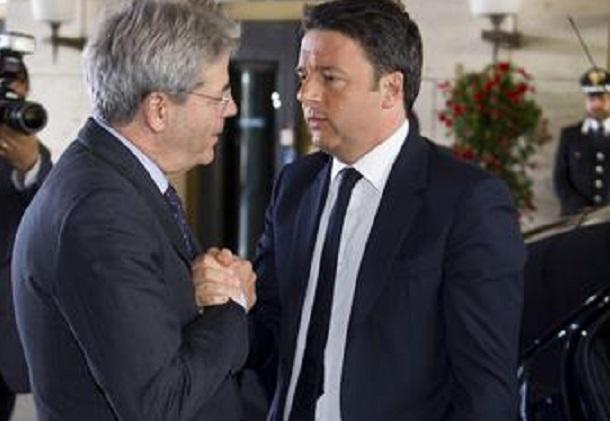 Matteo Renzi con il suo successore, Paolo Gentiloni
