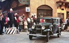 Firenze, Befana 2017: sfilata d'auto d'epoca in Piazza della repubblica e al Meyer