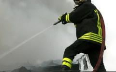 Suvereto (Livorno): tentano di far saltare il bancomat e bruciano la banca. Casa evacuata