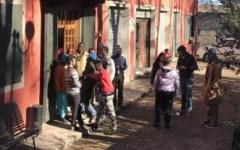 Saltino (Fi): 102 immigrati alloggiati in hotel di un paese che conta 38 abitanti. Li gestisce una pasticceria di Prato
