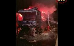Firenze: Tir a fuoco sulla A1, intervento dei vigili del fuoco. Traffico bloccato per ore