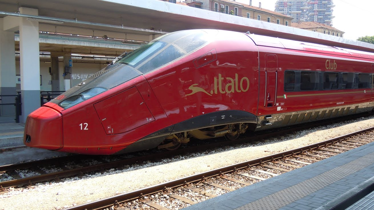 Firenze, treno fermo in stazione: si teme bomba