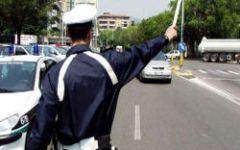 Livorno: viaggiava in scooter senza patente e assicurazione. Multa di oltre 6.000 euro