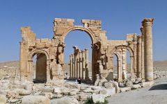 Firenze: una copia dell'arco di Palmira in piazza Signoria per il G7 della cultura
