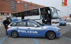 Livorno: il bus non è sicuro, scolaresca delle elementari bloccata dalla Polstrada