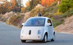 Auto: Google contro Uber per lo sviluppo di auto a guida automatica
