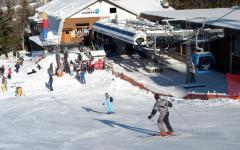 Abetone (Pt): tormenta di neve investe le piste, la montagna s'imbianca a primavera