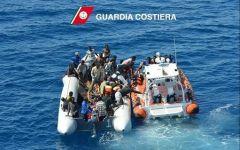 Migranti: guardacoste Libia ne salvano 3.000. E ne bloccano 11mila in Africa