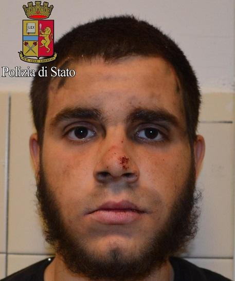 Ismail Tommaso Hosni ha rubato i coltelli in un supermercato
