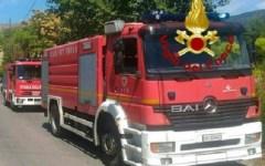 Brucia deposito fra Firenze e Prato: fumo nero sulla piana