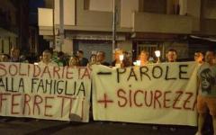 Pisa, rapinatore ucciso: fiaccolata di solidarietà per il gioielliere. Il suo negozio è ancora sotto sequestro