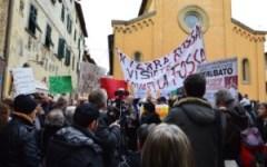 Laterina (Ar) - Nuova manifestazione del Comitato vittime del salvabanche, contro l'ex ministro Boschi