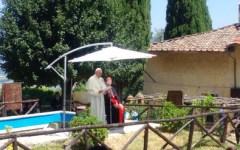 Barbiana, il Papa sulla tomba di don Milani: «Lorenzo fu servo del Vangelo, dette la parola ai poveri»