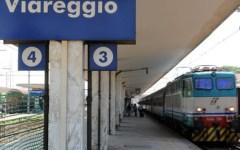 Viareggio: treni fischiano in stazione per le vittime della strage del 29 giugno 2009
