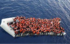 Migranti: Renzi leghista, invoca il numero chiuso dopo Aiutiamoli a casa loro