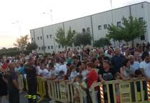 Incendi in Maremma: Grosseto ringrazia i vigili del fuoco. Centinaia di persone alla «Carnicelli»