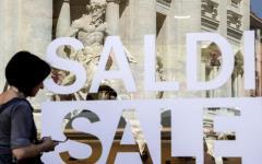 Saldi estivi: partiti oggi, 1 luglio, in tutt'Italia. I consumatori avvertono, attenti ai prodotti obsoleti