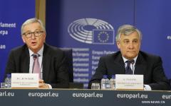 Strasburgo: scontro Juncker - Tajani, il presidente della commissione ue, definisce ridicolo il Parlamento europeo