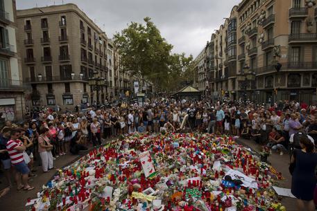 Barcellona: caccia al terrorista, massiccia presenza di polizia a Girona e Manlleu