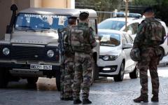 Parigi: auto travolge sei militari in pattuglia, tre feriti gravi. si tratta di atto volontario