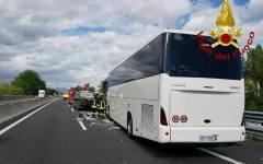 Incisa (Fi): tamponamento autobus tir, morto il conducente del pullman