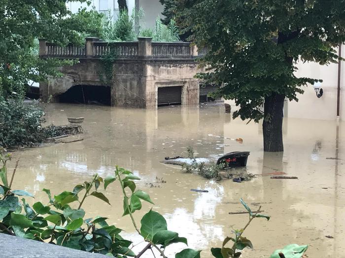 Bombe d'acqua a Livorno e Roma, il maltempo flagella mezza Italia