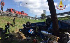 Arezzo, Valdichiana: morto conducente di tir uscito fuori strada e ribaltato (foto)