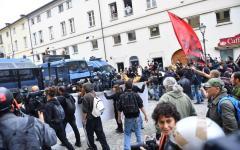 G7 Torino: manifestanti assediano reggia Venaria Reale. Scontri, tre feriti, un arresto