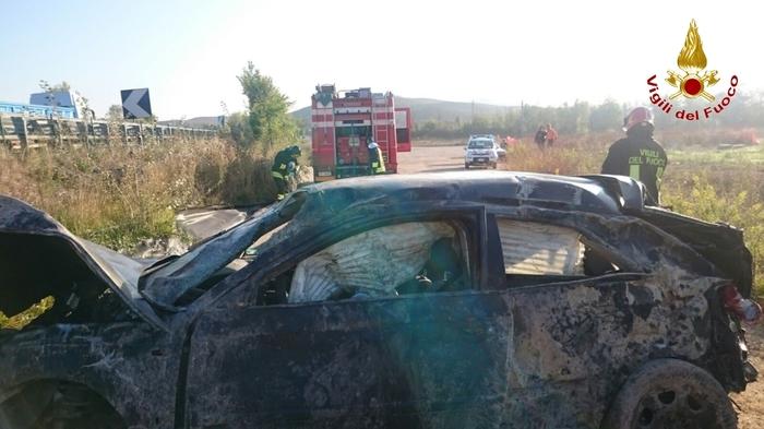 Siena, incidente mortale: l'auto finisce fuori strada. Due giovanissimi perdono la vita