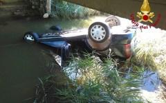 Collesalvetti (Li): 80enne finisce con l'auto fuori strada in un canale. Salvato dai soccorritori