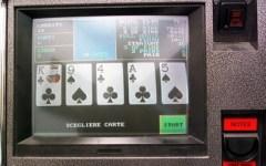 Firenze: gioco d'azzardo abusivo e truffa. Sette arresti nell'operazione «doppio jack». Tasto rosso: vincite stop