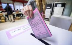 Palermo: protesta per i ritardi (oltre 2 ore) delle schede. Mattarella vota, ma dimentica di ritirare il documento d'identità